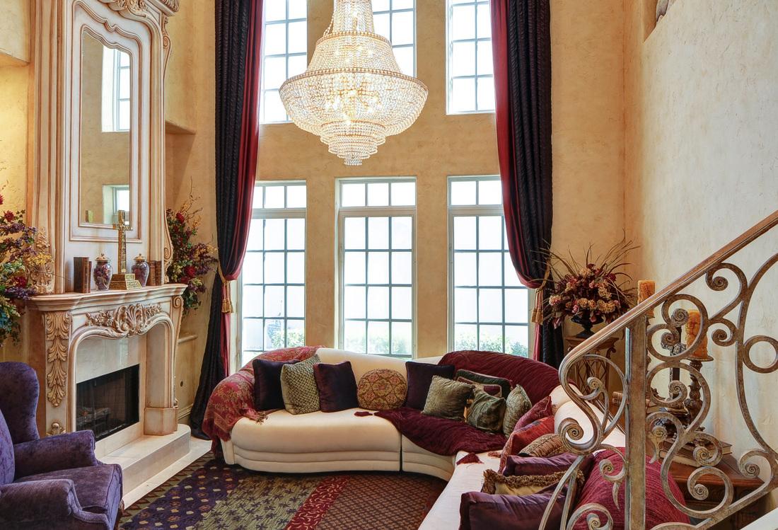 Living In Luxury Beautiful Chandeliers Cindy O 39 Gorman Ebby Halliday